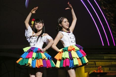 結成6年で初の日本武道館公演を開催した「ゆいかおり」(左から小倉唯、石原夏織)