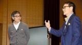 【写真】文芸漫談で夏目漱石の「行人」を語るいとうせいこうさん(左)と奥泉光さん=12日午後、東京都千代田区の二松学舎大
