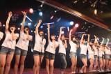AKB48劇場で行われた『東日本大震災復興支援特別公演』で新曲「君はメロディー」を披露(C)AKS