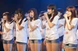 NMB48劇場で行われた『東日本大震災復興支援特別公演』で「365日の紙飛行機」を披露(C)AKS