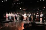 午後2時46分に黙祷を捧げるHKT48劇場のメンバー(C)AKS
