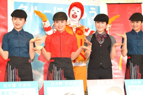 マックの制服で登場したAKB48の(左から)佐藤七海、岡部麟、横山由依、行天優莉奈=日本マクドナルド『クルーになろう。キャンペーン』発表会  (C)ORICON NewS inc.