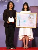 映画『リップヴァンウィンクルの花嫁』完成披露イベントに出席した(左から)岩井俊二監督、黒木華 (C)ORICON NewS inc.
