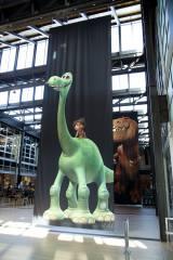 社内の入口では『アーロと少年』のアーロがお迎え!=ピクサー・アニメーション・スタジオ内の様子