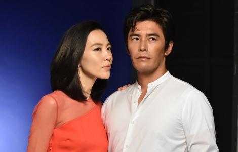 ドラマ『僕のヤバイ妻』で初めて夫婦役として共演する(左から)木村佳乃、伊藤英明