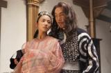 チャグムの母、ニノ妃(木村文乃)はある企みのため聖導師(平幹二朗)に迫る(C)NHK