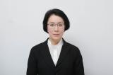 笑顔を見せることが全くないため、陰で「鉄仮面」と呼ばれている厚生労働省のエリート官僚を演じる高畑淳子(C)テレビ東京