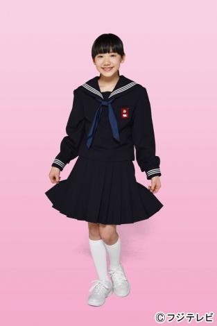 4月スタートのフジテレビ系ドラマ『OUR HOUSE』で中学生役に初挑戦する芦田愛菜。「ずっと憧れていた」というセーラー服姿を初披露