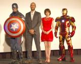 (左から)キャプテン・アメリカ、ネイト・ムーア氏、米倉涼子、アイアンマン (C)ORICON NewS inc.