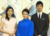 NHK朝ドラ『とと姉ちゃん』完成試写会後会見に出席した(左から)木村多江、高畑充希、西島秀俊 (C)ORICON NewS inc.