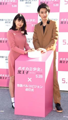 映画『オオカミ少女と黒王子』の点灯イベントに出席した(左から)二階堂ふみ、山崎賢人 (C)ORICON NewS inc.
