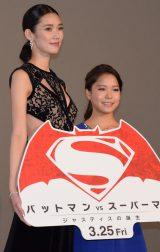 映画『バットマン vs スーパーマン ジャスティスの誕生』のジャパンプレミアに登壇した(左から)TAO、高梨沙羅 (C)ORICON NewS inc.