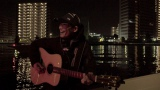 東京の夜景をバックに船上で演奏したのは…(C)NHK