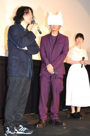 舞台あいさつに出席した(左から)岩井俊二監督、綾野剛、黒木華 (C)ORICON NewS inc.