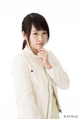 左手薬指に指輪が光る川栄李奈。フジテレビ系ドラマ『早子先生、結婚するって本当ですか?』で既婚者を演じる
