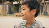 『理想の母親』動画で、ママへの素直な想いをカメラに語る男の子。
