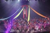 地元福岡では初のアリーナコンサートを開催したHKT48(C)AKS