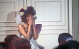 ラスト曲「彼女がいる」を涙ながらに客席横から見守る宮澤佐江(C)AKS