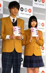 映画『通学電車』『通学途中』DVD発売記念イベントに出席した(左から)中川大志、森川葵 (C)ORICON NewS inc.