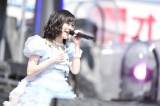『第1回AKB48グループ東西対抗歌合戦』に出演したAKB48・渡辺麻友(C)AKS