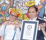 ロッテ『4月1日ビックリマンの日 ギネス世界記録認定セレモニー』に出席したトレンディエンジェル(左から)たかし、斉藤司 (C)ORICON NewS inc.