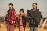 小橋家の3姉妹(左から)次女・鞠子(須田琥珀)、三女・美子(川上凛子)、長女・常子(内田未来)(C)NHK