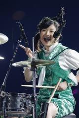 「コノウタ」では有安杏果がドラム演奏 Photo by HAJIME KAMIIISAKA+Z