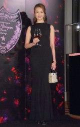 黒のタイトドレスで魅了 (C)ORICON NewS inc.