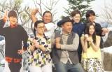 NHKで『七人のコント侍』の第13期メンバー披露会見に出席した(前列左から)白鳥久美子、木下隆行、足立梨花、(後列左から)秋山竜次、ウエンツ瑛士、コカドケンタロウ (C)ORICON NewS inc.