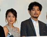 (左から)『モヒカン故郷に帰る』初日舞台あいさつに出席した前田敦子、松田龍平 (C)ORICON NewS inc.