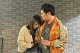 『早子先生、結婚するって本当ですか?』で成増梅子(左・佐藤仁美)のヒモ役でドラマ初出演を果たすとにかく明るい安村
