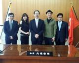 マーク・パンサー(右から2人目)らが福島県の内堀県知事を表敬訪問