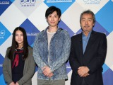 NHK大阪放送局で制作中の特集ドラマ『喧騒の街、静かな海』に出演する(左から)久保田紗友、ディーン・フジオカ、寺尾聰(C)NHK