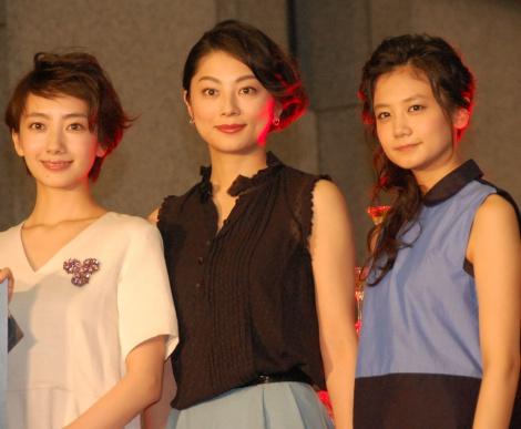 日本テレビ系連続ドラマ『世界一難しい恋』完成披露試写会に出席した(左から)波瑠、小池栄子、清水富美加 (C)ORICON NewS inc.