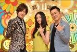 TBS系新番組『7時にあいましょう』番組ナレーションを毎週担当する仲間由紀恵(中央)、MCの有田哲平(右)、DAIGO(左)(C)TBS