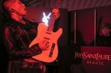 『イヴ・サンローラン・ボーテ』のポップアップイベントに登場したMIYAVI(写真:Keiichi Nitta Studio)