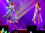 M5「乗り遅れたバス」(左から平手友梨奈、長濱ねる)=欅坂46デビューシングル「サイレントマジョリティー」発売記念全国握手会 (C)ORICON NewS inc.