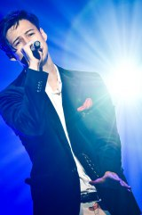 メジャーデビュー2周年を迎えた8人組男性音楽グループ・SOLIDEMOのメンバー・シュネル