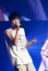 メジャーデビュー2周年を迎えた8人組男性音楽グループ・SOLIDEMOのメンバー・佐々木和也