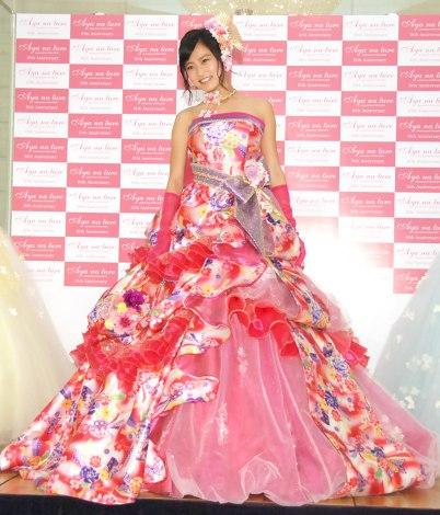 華やかなウエディングドレス姿を披露した小島瑠璃子 =ウエディングドレスブランド『Aya na ture』のプレス発表会 (C)ORICON NewS inc.