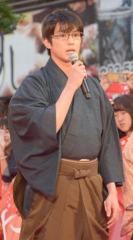 映画『ちはやふる』からくれなゐレッドカーペットイベントに登場した真剣佑 (C)ORICON NewS inc.