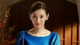 土曜の午後、エレガントな服装で外出をする、北川景子