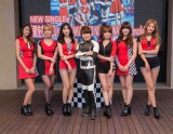 (左から)ソリョン、チョア、ユナ、西川貴教、ジミン、チャンミ、ヘジョン