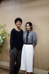 二人芝居『令嬢と召使』に出演する(左から)渡部豪太、雛形あきこ