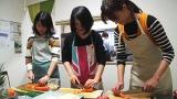 ボランティアで池袋の子ども食堂・IKEBUKURO TABLE —池袋テーブル—を訪れた高橋ユウ 「子どもの未来応援動画 〜子ども食堂訪問編〜」より