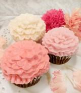 キュートなカーネーションカップケーキを母の日のプレゼントにしてみては?