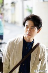 フジテレビ系ドラマ『早子先生、結婚するって本当ですか?』第3話(5月5日)に登場するどことなく不思議な雰囲気をもった謎の人物を演じる吉岡秀隆