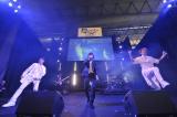 初ライブで「deuce」を披露したVALS