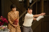 NHK総合で4月30日スタート『トットてれび』第1回より。徹子と同じ時期にNHKに入局した伊集院ディレクター(濱田岳)からは「個性が邪魔だ」と叱られてばかり(C)NHK