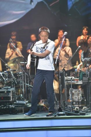 約3時間にわたって29曲を熱唱(4月30日=静岡・エコパアリーナ) Photo by 菊地英二